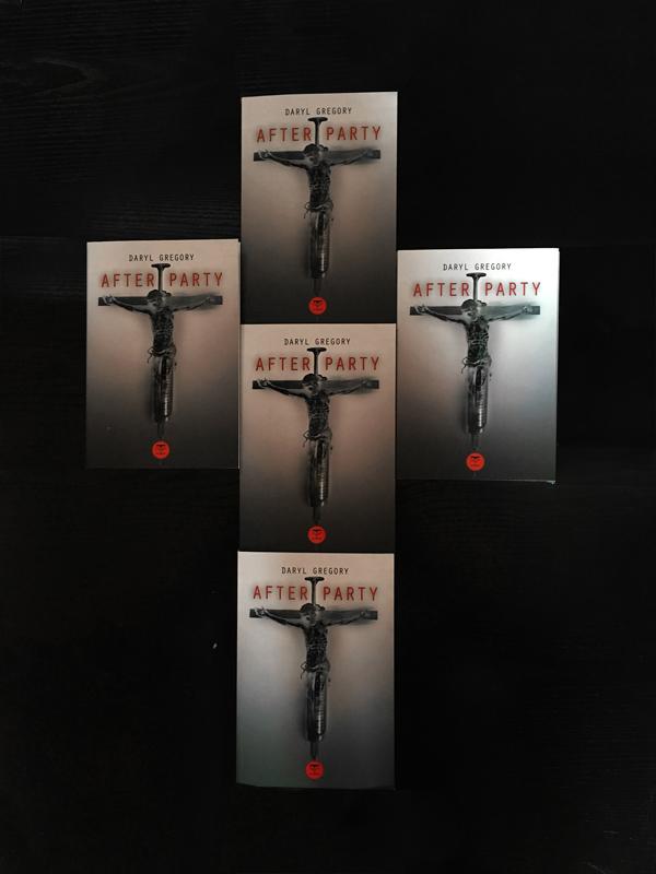 croix-avec-des-romans-afterparty-de-daryl-gregory